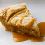 Torta di mele con salsa al caramello